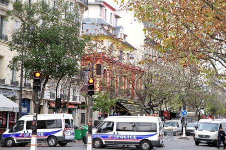 Parijs - Politieautos bij theater Bataclan